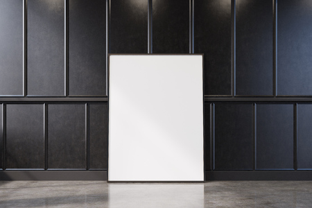 Zwart leeg woonkamerbinnenland met houten muren. Er is een ingelijste verticale poster die bij een muur staat. 3D-rendering mock up Stockfoto