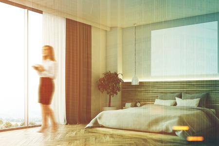 Femme Dans Un Intérieur De Chambre Moderne Avec Des Murs Et Un Sol ...