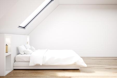 Weißes Schlafzimmer Im Dachgeschoss Mit Einem Holzboden, Einem ...