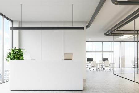 유리 벽과 회의실 사무실 로비에서 로프트 창 근처 리셉션 데스크 서와 함께 화이트 사무실 인테리어. 3 차원 렌더링 조롱 스톡 콘텐츠
