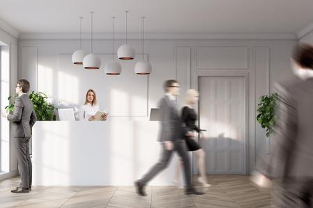 흰 벽, 나무 바닥, 화분에 심은 나무와 문을 가진 사무실에 서있는 흰색 접수 카운터 근처에있는 사람들. 3 차원 렌더링 조롱