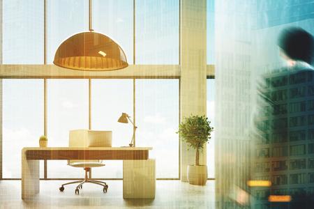 Loft CEO kantoor met een grijze muur, panoramische ramen, een moderne computer tafel met een laptop en een lamp erop. Een boom in een pot. 3D-weergave bespot getinte beeld dubbele blootstelling