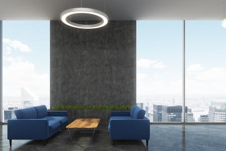 Vista lateral de la sala de espera de una oficina con sofás azul oscuro, una mesa de centro, una lámpara de techo redonda y ventanas tipo loft. Simulacro de representación 3D