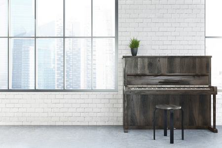 Modern café-interieur met witte bakstenen muren, hoge ramen, een betonnen vloer en een piano. 3D-rendering mock up