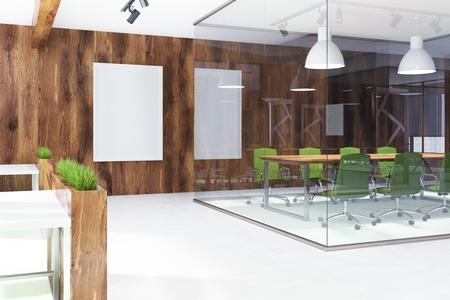 Umweltfreundlicher Artbüroinnenraum Mit Einem Konkreten Boden, Glas Und  Hölzerne Wände, Ein Langer Tisch Mit