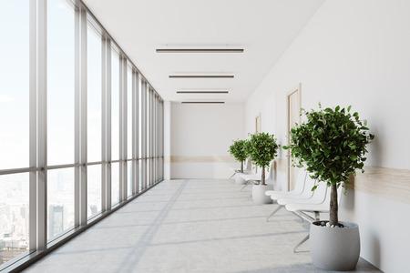 Witte ziekenhuislobby met een rij deuren en witte stoelen voor patiënten die wachten op het doktersbezoek. 3D-weergave mock up