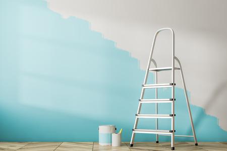Interiore vuoto della stanza con un pavimento in legno e una parete blu dipinta a metà. Una scala e barattoli di vernice. Rendering 3D mock up