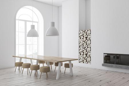 Angolo della moderna sala da pranzo con pareti bianche, pavimento in legno, finestra ad arco e lungo tavolo in legno con sedie rotonde vicino a un caminetto. rendering 3d