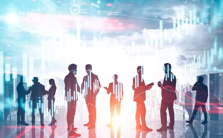 Divers business team over stadsgezicht achtergrond met forex grafieken. Concept van financiële markt. Getinte afbeelding dubbele belichting Stockfoto