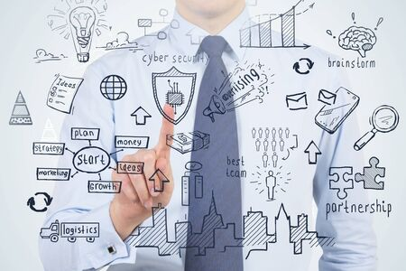 Hombre de negocios irreconocible en camisa azul y corbata con pantalla virtual de estrategia empresarial. Concepto de planificación empresarial. Exposición doble