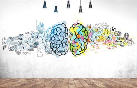 Helle Gehirnskizze auf Betonwand im Zimmer mit Holzboden gezeichnet. Konzept des kreativen Denkens und Brainstormings Standard-Bild