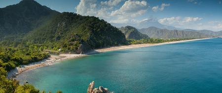 Vista superior de la playa de Olympos. Antalya Foto de archivo - 82057103