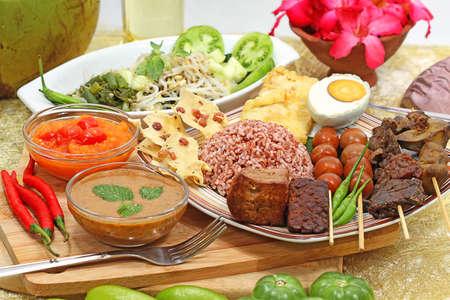 pecel beras merah, Indonesian menu Stock Photo