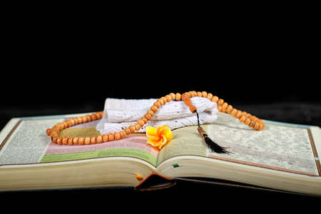 teching: Holy Quran and beads Stock Photo