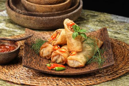 Lumpia Semarang, spring roll Indonesian cuisine Imagens