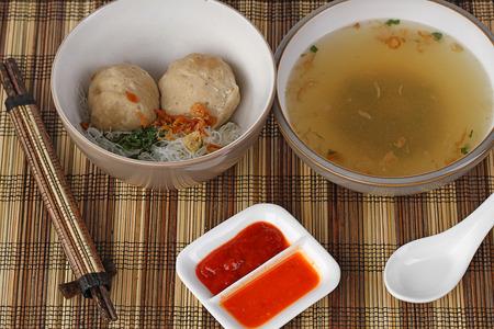 Iga bakso, carne costillas bolas de sopa, cocina indonesia Foto de archivo - 27634852