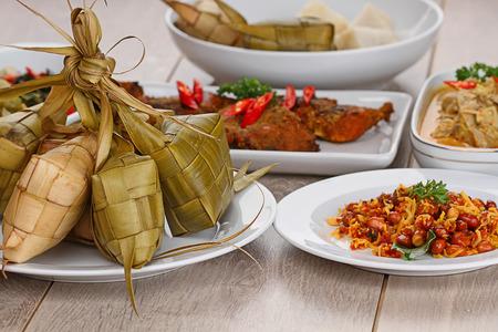 Lebaran Ketupat, comida indonesia para el día festivo Foto de archivo - 30019637