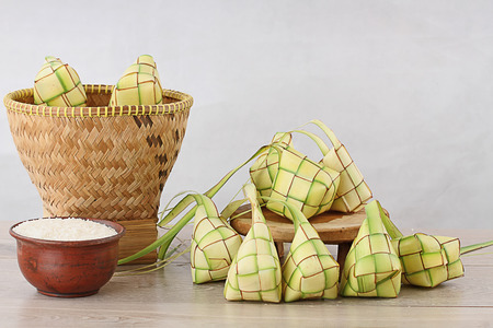 ketupat lebaran, Indonesian food for festive day Imagens - 30420329