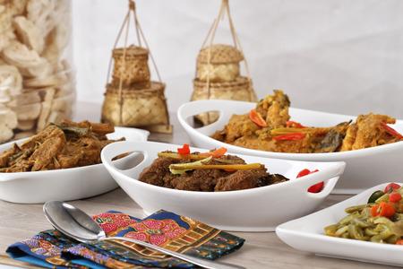 Ketupat Lebaran,印度尼西亚食物节日的日子