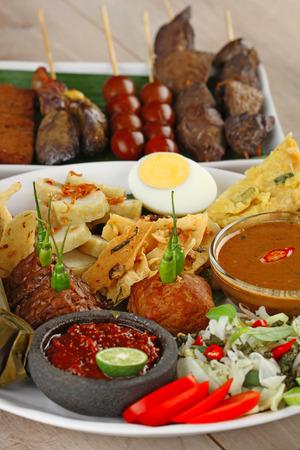 innards: pecel madiun, Indonesian vegetable salad
