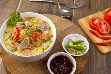 ソトベタウィ、インドネシアの牛肉のスープ