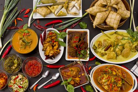 Varios alimentos indonesios Foto de archivo - 86104648