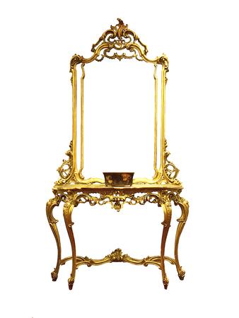 kleedtafels, mooie klassieke gouden commode. geïsoleerd op wit Stockfoto