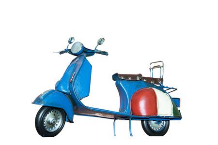 Juguete scooter italiano retro hecho por madera aislado