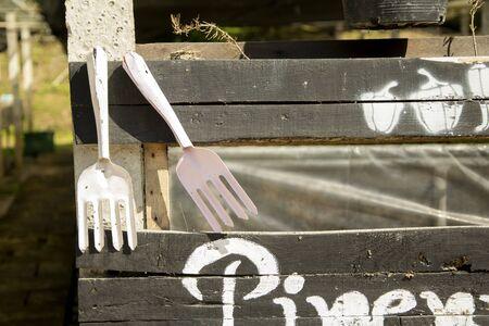 Gardening tools hang on Wooden rail, tool concept Archivio Fotografico - 128510677