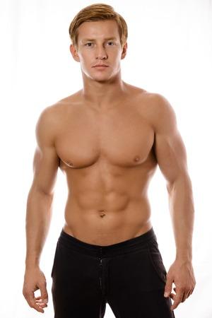 männer nackt: junge sexy muskulösen Macho Mann auf weißem Hintergrund mit nackten Oberkörper posieren