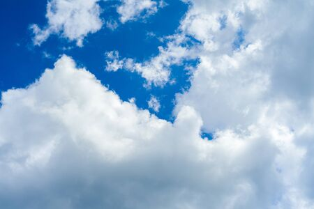 Blue sky background with white fluffy clouds - image Imagens