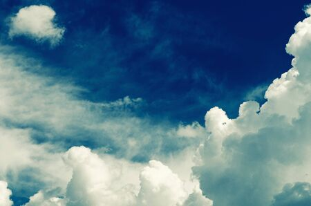 Incredibly wonderful lush cumulus clouds against a blue sky - Image Stockfoto