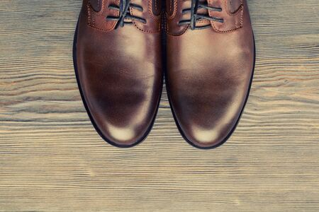 Fashionable mens classic brown shoes on a wooden background - image Stockfoto
