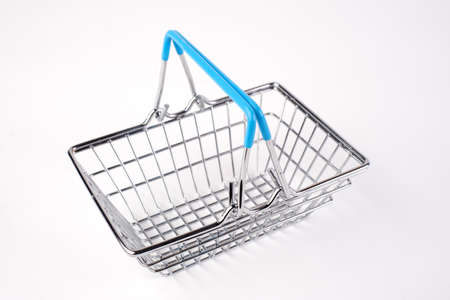 Empty grocery shopping basket. Isolated over white background. 免版税图像