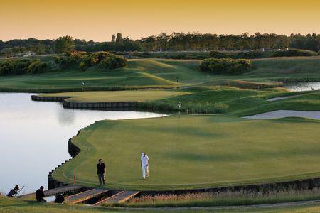 18 番ホール ゴルフ全国共済、パリ