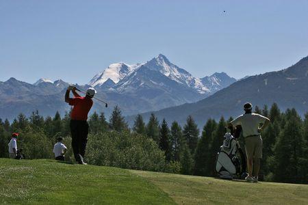 caddie: golf swing in Crans-Montana, Switzerland Stock Photo