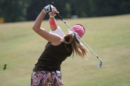 ゴルフスウィング フィニッシュ 1 で女性