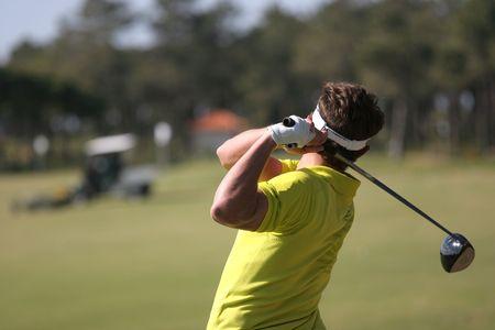 男性ゴルフ スイング