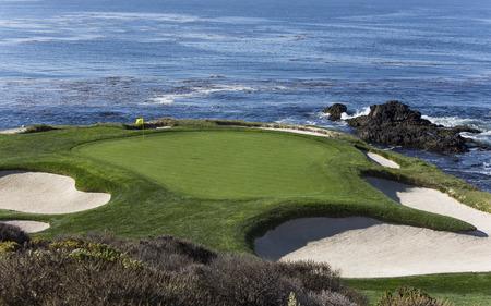Een mening van gat 7 bij Pebble Beach-golfverbindingen, Monterey, Californië, de VS