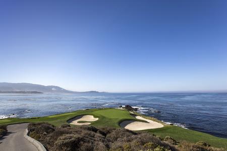 Een uitzicht op gat 7 bij Pebble Beach Golf Links, Monterey, Californië, Verenigde Staten