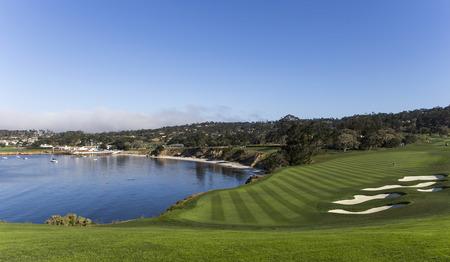 Een mening van gat 7 bij Pebble Beach-golfverbindingen, Monterey, Californië, de VS Stockfoto