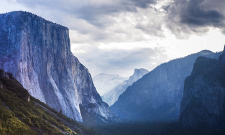 el: World famous rock climbing wall of El Capitan, Yosemite national park, California, usa