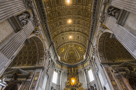 saint peter: VATICAN CITY, VATICAN – JUNE 15, 2015 : interiors and architectural details of Basilica of saint Peter, june 15, 2015, in Vatican city, Vatican Editorial