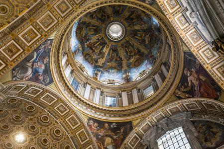 architectural interiors: VATICAN CITY, VATICAN � JUNE 15, 2015 : interiors and architectural details of Basilica of saint Peter, june 15, 2015, in Vatican city, Vatican Editorial