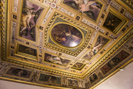 medici: FLORENCE, ITALY, OCTOBER 25, 2015 : interiors and architectural details of Palazzo Vecchio, october 25, 2015 in Florence, Italy Editorial