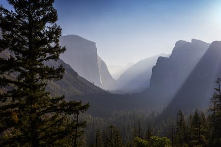 日の出、ヨセミテ国立公園、カリフォルニア州、アメリカのヨセミテ バレー 写真素材