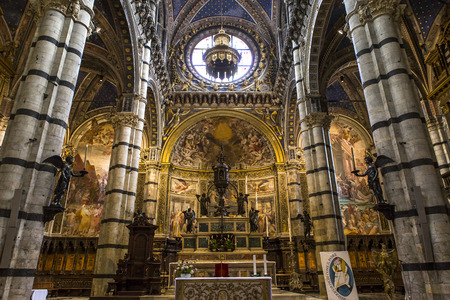 architectural interiors: SIENA, ITALY, JUNE 11, 2016 : interiors and architectural details of the duomo, Siena cathedral, june 11, 2016 in Siena, Italy
