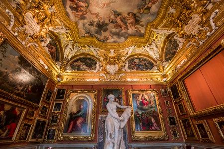 フィレンツェ、イタリア、2015 年 10 月 28 日: インテリア、2015 年 10 月 28 日イタリア、フィレンツェのピッティ宮殿の建築の詳細