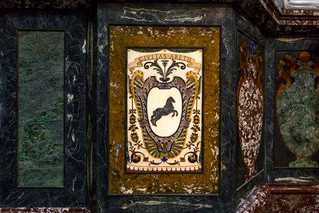 FLORENCIA, ITALIA, 27 DE OCTUBRE DE 2015: interiores y detalles arquitectónicos de la capilla de Medici, el 27 de octubre de 2015 en Florencia, Italia