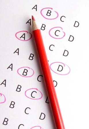 questionaire: Un cuestionario con un l�piz rojo Foto de archivo